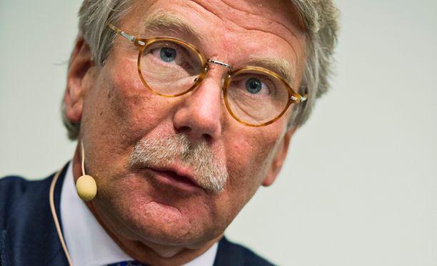 Pankkiiri Björn Wahlroos linjaa, että korkeimmat veroasteet ovat tuhoisia.