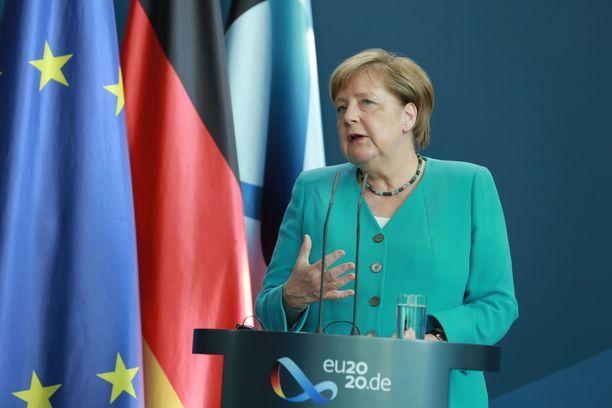 Angela Merkel puhui keskiviikkona medialle Berliinissä. Saksa aloitti Euroopan unionin puheenjohtajamaana tällä viikolla.