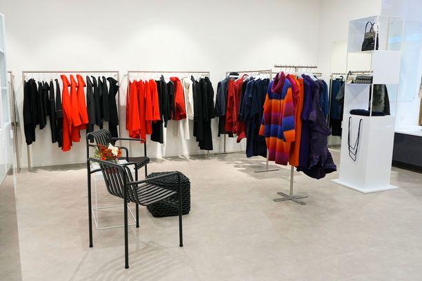 AnnKai myy esimerkiksi Issey Miyaken, Tsumori Chisaton ja Annette Görtzin vaatteita.