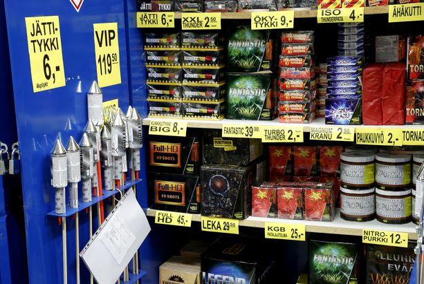 Osa kaupoista luopuu ilotulitemyynnistä myyntilukujen perusteella, toiset perustelevat päätöstä periaatteella. Kuvituskuva.
