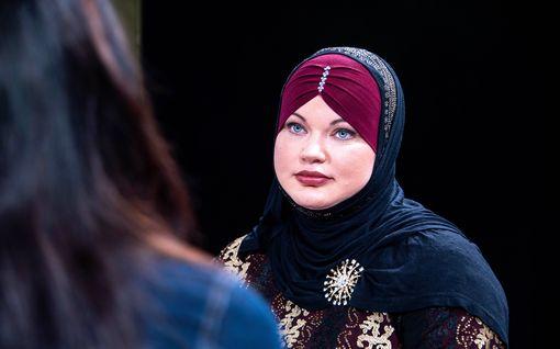 Helsinkiläinen Maryam kääntyi muslimiksi ja uskoo sharia-lakiin – näin hän ajattelee aviorikkojien kivitystuomioista