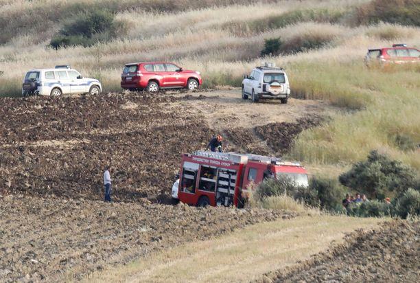 Poliisi ja pelastuslaitos tutkimassa 25.4.2019 aluetta Orountassa, josta löytyi naisen ruumis.