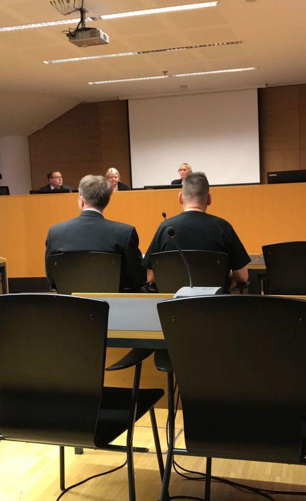 Helsingin Lönnrotinkadun yliajosta syytetyn miehen tapausta puidaan oikeudessa jälleen maanantaina.