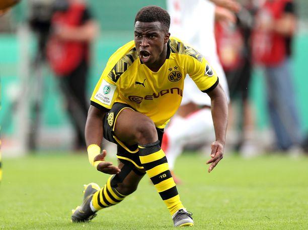 Youssoufa Moukoko dominoi 14-vuotiaana alle 17-vuotiaiden sarjaa.