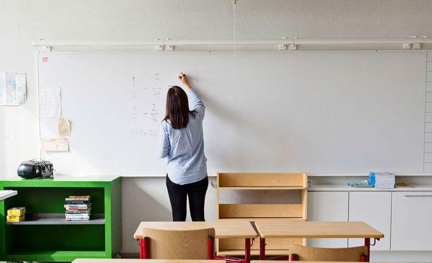 Lahden Kärpäsen koulun kahdeksannen luokan oppitunnilla syntyi lokakuussa voimakasta sanaharkkaa opettajan ja oppilaiden kesken.