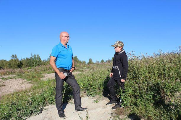 Pekka Rajala ja Ossi Pudas tutustuivat mahdolliseen ajoalueeseen.