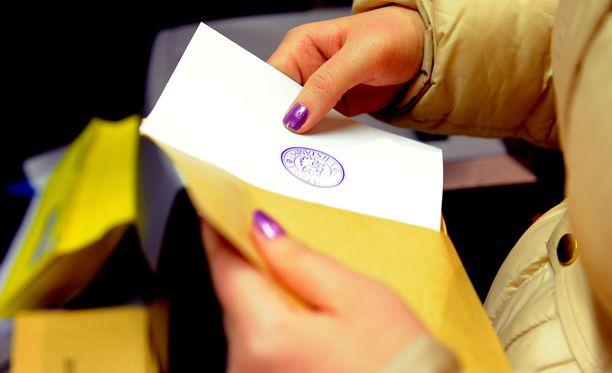 Ennakkoäänestys on ollut edellisiä kuntavaaleja vilkkaampaa, sillä edellisellä kerralla tässä vaiheessa oli äänestänyt ennakkoon lähes 605 000 äänioikeutettua.