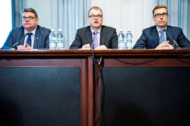 Juha Sipilän hallitus aikoo painostaa ammattiyhdistysliikettä kovilla uhkauksilla.