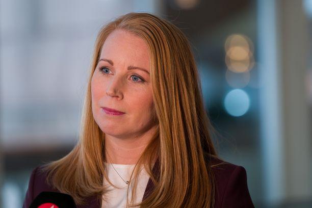 Ruotsin keskustapuolueen puheenjohtaja Annie Lööf on valmis sekä porvari- että vasemmistojohtoiseen hallitukseen – mutta vain tietyin ehdoin.