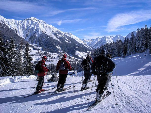 Sveitsin Davosin upeita alppimaisemia.
