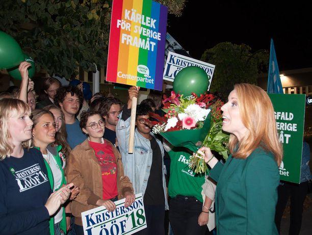 Ruotsin keskustan puheenjohtaja Annie Lööf iloitsi puolueen parhaasta vaalituloksesta 30 vuoteen.