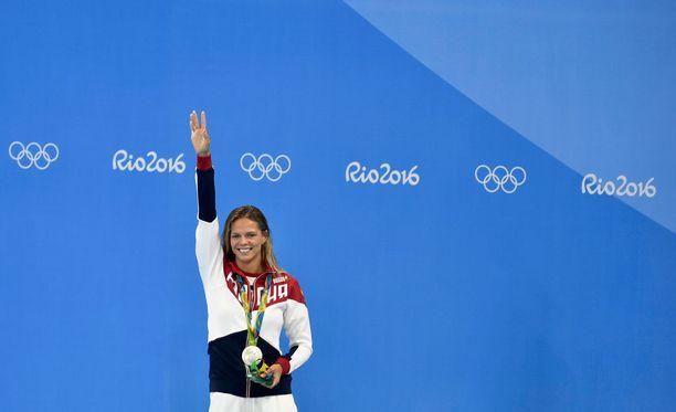 Julia Jefimova pääsi juhlimaan kahta olympiahopeaa Riossa.