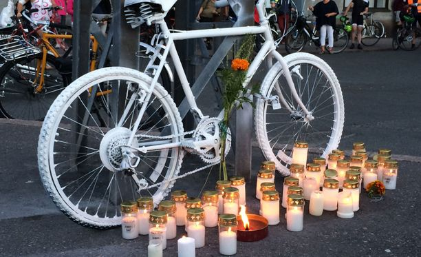 Asiantuntijan mukaan on käytännössä mahdotonta osoittaa, että autoilijalla oli tarkoitus surmata pyöräilijä.