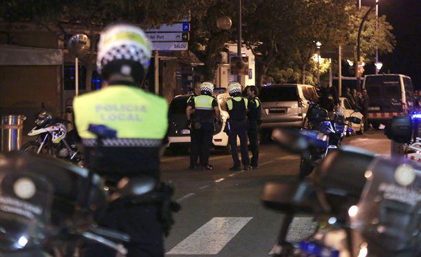 Yksi sankariksi ylistettty poliisi ampui Cambrilsissa neljä terroristia.