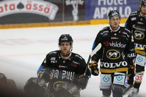 Kärpät pelasi Kuopiossa perjantaina, kun tieto koronatartunnasta ilmeni.