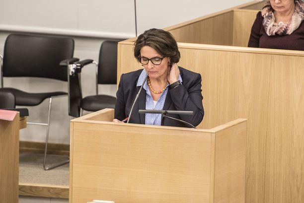 Liikenne- ja viestintäministeri Anne Berner kiisti tiukasti, että hän olisi sotkeutunut epäsopivalla tavalla valtionyhtiön päätöksentekoon. Berner ei halunnut kommentoida salikeskustelun jälkeen Finavia-asiaa enää lainkaan.