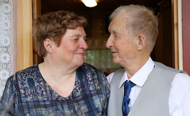 Anja Rakkolainen, 75, ja Eino Lundgren, kihlautuivat kuukauden kuluttua ensitapaamisesta.