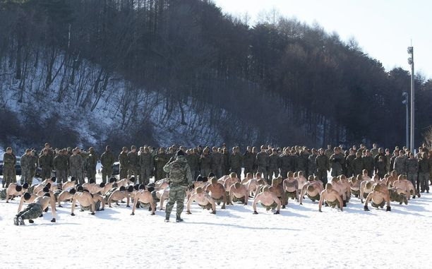 Etelä-Korean ja USA:n sotilaita yhteisissä talviharjoituksissa Pyeongchangissa joulukuussa.