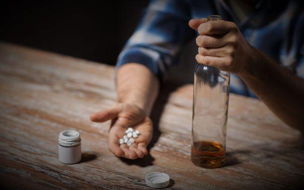Uhrit eivät tienneet, että heidän juomaansa sekoitettiin psykoosilääkkeitä.