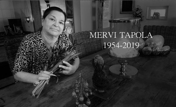 Mervi Tapola siunattiin haudan lepoon.