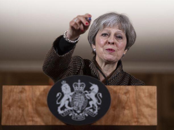 Theresa Mayn mielestä hänen maansa hajoaa, mikäli Pohjois-Irlantia kohdeltaisiin yhä kuin unionin jäsenmaata.