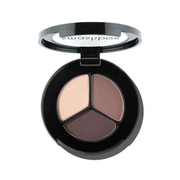 Kulttimainetta nauttiva meikkimerkki Smashbox rantautuu Suomeen - ja kehutut luomivärit ovat kokeilemisen arvoisia. Eye Shadow Trio -paletin sävyssä Filter on todellinen monitoimituote, 28,50 e.
