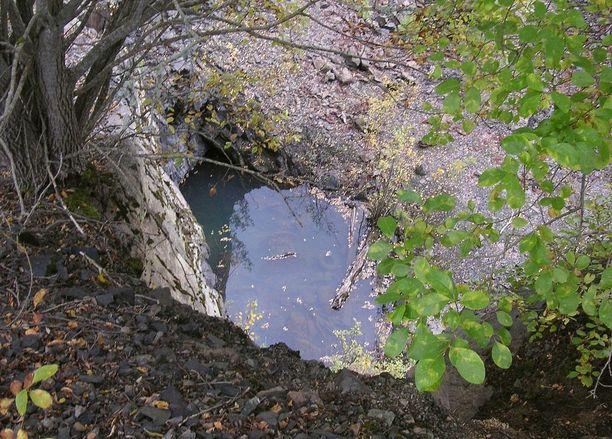 Kaivoksen ulkopuolella oleva aukko.