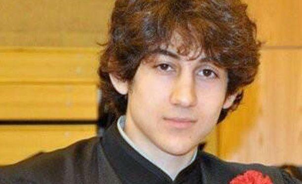 Dzhokhar A. Tsarnaev valmistujaiskuvassaan muutama vuosi sitten. Kuvan antoi medialle entinen koulukaveri.