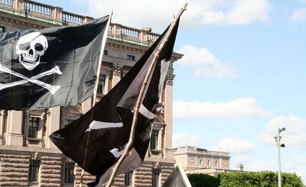 Ruotsalaiset Piratebayn perustajat ovat olleet piratismin vastaisten taistelijoiden tähtäimessä vuosia.