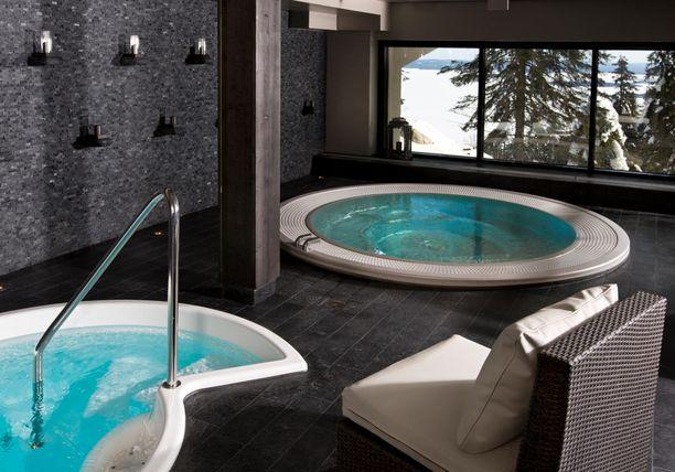 Koli Relax Spa on hyvä vaihtoehto elämyksiä kaipaavalle. Siellä voi kylpeä Sibeliusta soittavassa altaassa.