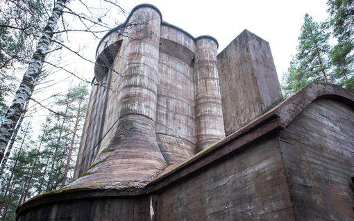 Alko suojasi tehdastaan tykkitorneilla – ainutlaatuiset rakennelmat seisovat nurmijärveläisessä metsässä edelleen