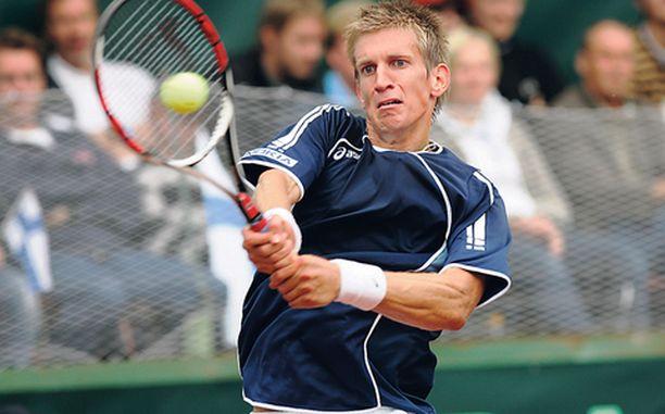 VOI RÄHMÄ Jarkko Nieminen ja Tuomas Ketola pelasivat Davis Cupin nelinpelissä selvästi alle tasonsa ja hävisivät latvialaisille.