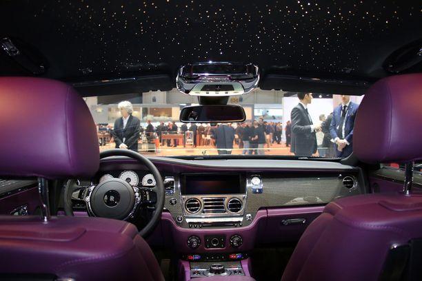Iltalehti istahti pari vuotta sitten Rolls-Roycen tähtitaivaan alle Geneven autonäyttelyssä.