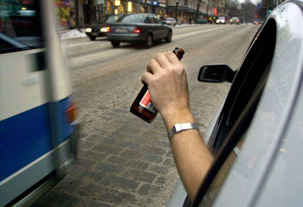 Ei naurata enää suomalaisia tällainen. Rattijuoppoa ei haluta liikenteeseen.