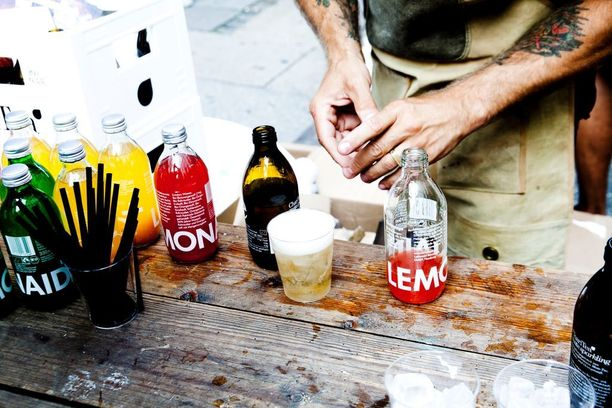 Juomia myytiin ensin Saksassa, mutta nykyisin niitä saa ympäri maailmaa.