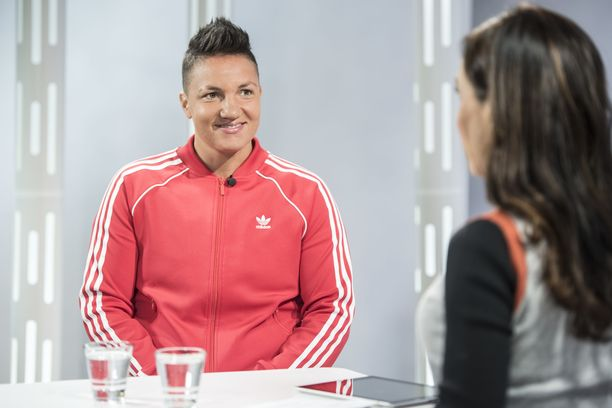 Elina Gustafsson vieraili IL-TV:n Sensuroimattomassa Päivärinnassa.