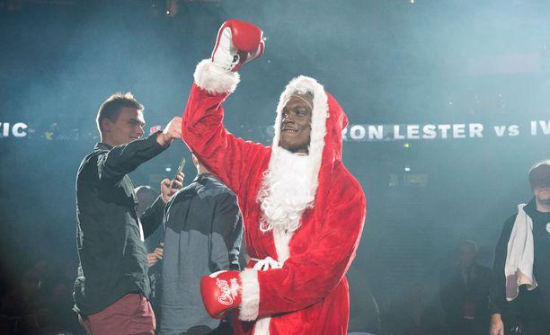 Dayron Lester oli tyrmäävä joulupukki.