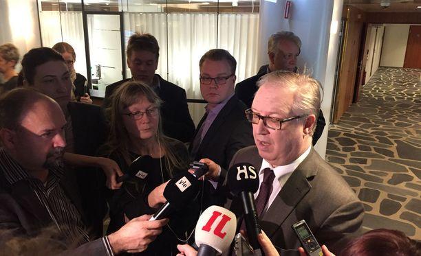 Akavan puheenjohtaja Sture Fjäder sanoi taannoin MTV:n haastattelussa, että kierros on eräänlainen Suomen malli.