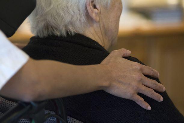 Alzheimerin taudin yleisyys kasvaa voimakkaasti iän myötä. Alle 65-vuotiailla tauti on harvinainen, mutta yli 85-vuotiailla sitä esiintyy jo 15-20 prosentilla.