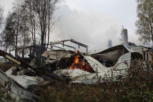 Palo aiheutti mittavat tuhot.