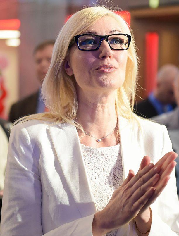 Espoon kaupunginvaltuuston puheenjohtaja Maria Guzenina on tottunut pettymyksiin Länsimetron osalta.