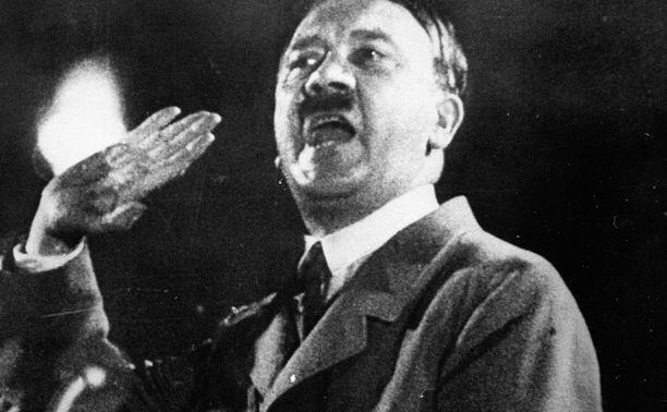 Hitler-muistoesineet käyvät kaupaksi Intiassa.