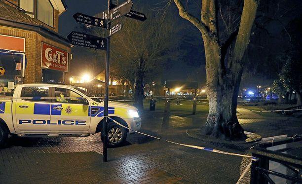 Venäläinen vakooja ja hänen tyttärensä myrkytettiin ostoskeskuksessa Salisburyssa Isossa-Britanniassa.