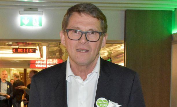 Keskustan presidenttiehdokas Matti Vanhanen korostaa blogissaan, että esitti lautakasakohun aikaan suoraa kritiikkiä Yleä kohtaan.