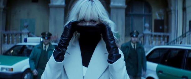 Oscar-voittaja Charlize Theron takoo miehiä turpaan elokuvassa Atomic Blonde sellaista tahtia, että heikompia hirvittää.