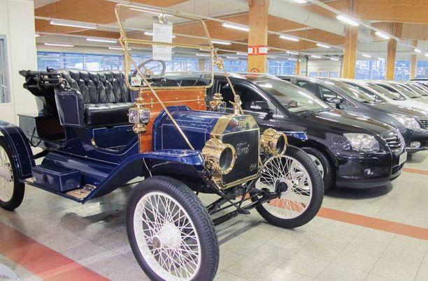 Vuosimallin 1911 T-Fordia pääsee ihastelemaan Visit Laukaa -esittelyalueella.