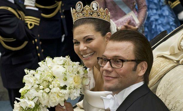 Avioliiton myötä prinssi Daniel joutui luopumaan vanhasta sukunimestään.