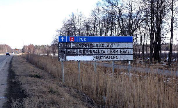 Henkirikos tapahtui Meri-Porissa viime tammikuussa. Poliisi tutki asiaa aluksi tappona, mutta syyttäjä vaatii epäillyille tuomiota murhasta. Kuvituskuva.
