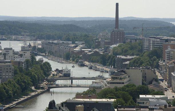 Turussa Aurajoki virtaa kaupungin halki.