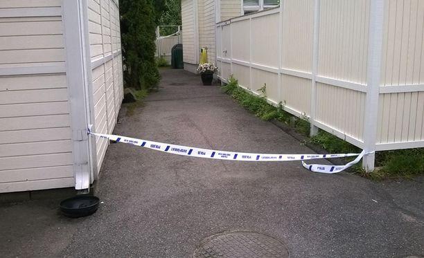 Miehet löytyivät kuolleina Helsingin Laajasalossa sijaitsevasta yksityisasunnosta.